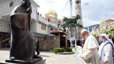 Papa: Madre Teresa aiuti ascolto poveri