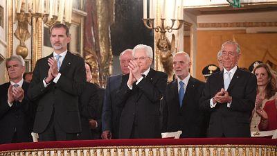 Applausi capi di Stato a Noemi