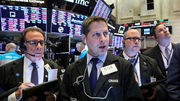 وول ستريت تغلق منخفضة مع تصاعد مخاوف التجارة