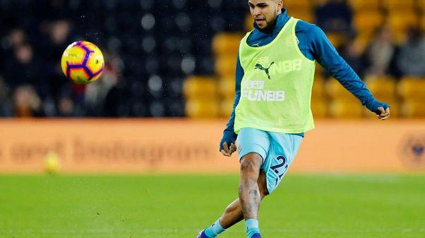 Newcastle's Yedlin undergoes surgery for groin injury