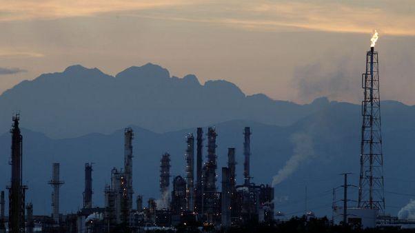 النفط يستقر مع توازن أثر الحرب التجارية مع انخفاض المخزون