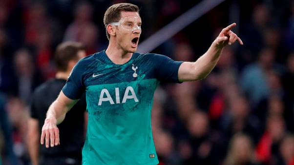 Vertonghen injury scare for Spurs after leaving Ajax game on crutches