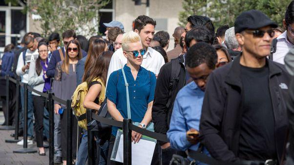 طلبات إعانة البطالة الأمريكية تهبط أقل من المتوقع