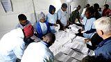 الحزب الحاكم في جنوب أفريقيا في طريقه للاحتفاظ بالسلطة رغم انخفاض شعبيته