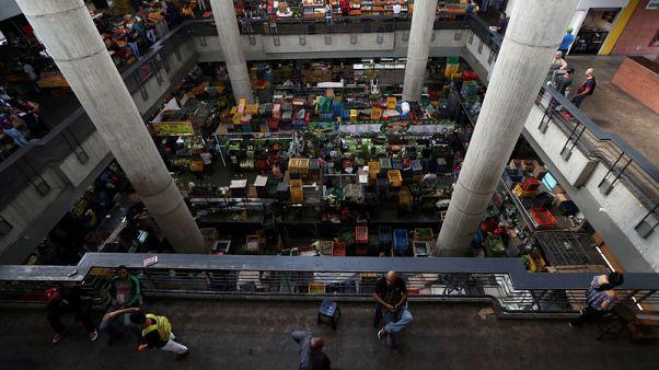 التضخم السنوي في فنزويلا يسجل 1.3 مليون في المئة في أبريل