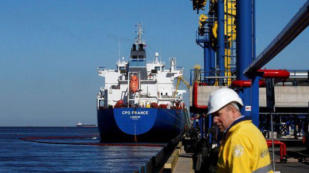 وزارة الطاقة الروسية: شحن ناقلات بنفط خال من التلوث في ميناء أوست-لوجا