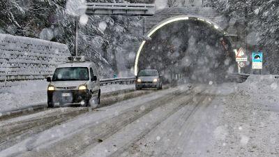 Bufera di neve,chiusa statale a Madesimo