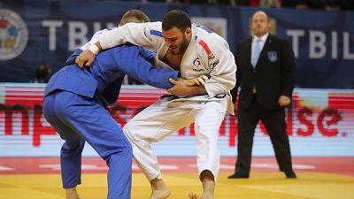 Judo: cellulare nel kimono,squalificato