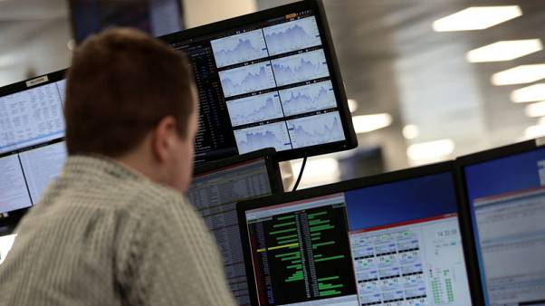 Oil giants lift FTSE 100, trade uncertainty lingers