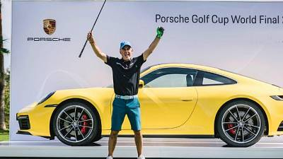 Golf: 'hole in one' e vince una Porsche