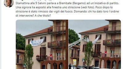 Rimosso striscione anti Salvini,polemica