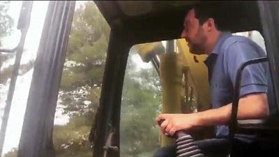 Salvini 'abbatte' le torri di Zingonia