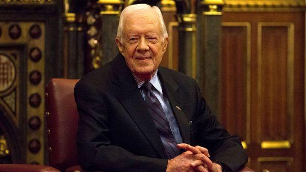 الرئيس الأمريكي السابق كارتر يعاني من كسر في الفخذ