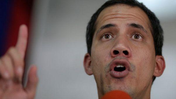 قوات الأمن الفنزويلية تمنع نوابا بالمعارضة من دخول البرلمان