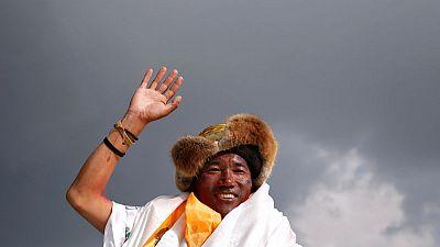 نيبالي من الشيربا يتسلق جبل إيفرست للمرة 23 محققا رقما قياسيا