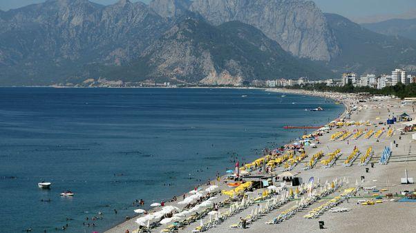 وزير: ارتفاع عدد السياح الأجانب لتركيا 24% في يناير-أبريل