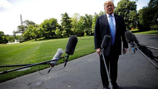 ترامب يوقع على أمر تنفيذي لحماية شبكات الاتصالات الأمريكية