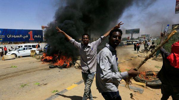 رئيس المجلس العسكري الحاكم في السودان يعلن وقف التفاوض مع المحتجين 72 ساعة