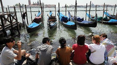 Venezia, anche Daspo per chi sporca