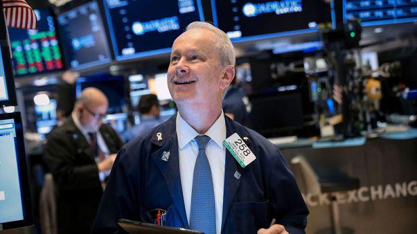 وول ستريت تفتح منخفضة مع ضغط توترات التجارة