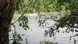 Ultraleggero finisce in fiume, 2 feriti