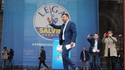 Salvini saluta dal palco corteo in Duomo