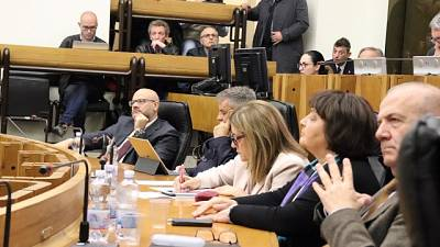 Tra 11 voti antidimissioni anche Marini