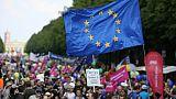 Manifestants portant le drapeau européen, le 19 mai 2019 à Berlin