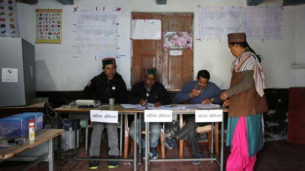 استطلاع لآراء الناخبين في الهند يشير إلى فوز ساحق لرئيس الوزراء مودي