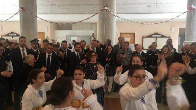 Ministro Trenta balla tarantella Gargano
