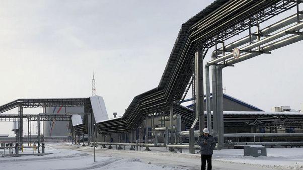 النفط الملوث يضر بإيرادات روسيا لكن الروبل محصن حتى الآن