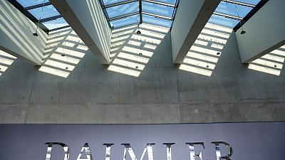 Daimler plans to cut administration costs by 20% - Handelsblatt