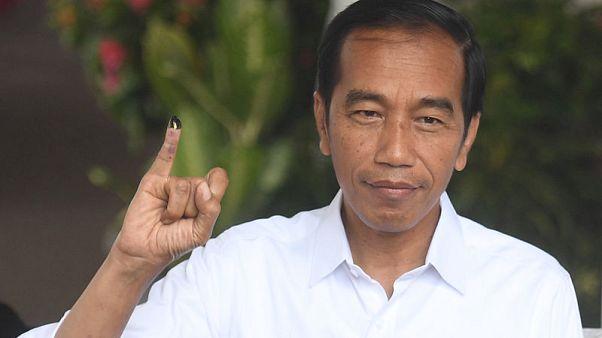 إحصاء رسمي يشير إلى فوز الرئيس ويدودو في انتخابات إندونيسيا
