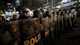 الشرطة الإندونيسية تطلق الغاز المسيل للدموع لتفريق محتجين بعد تأكيد إعادة انتخاب الرئيس