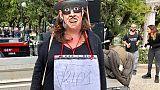 Salvini a Bari, maschere Zorro in corteo