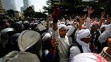 تصاعد الاحتجاجات في جاكرتا وويدودو يقول لا تساهل مع زعزعة الأمن