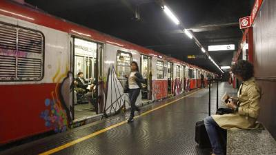Fumo da motrice,evacuato convoglio metro