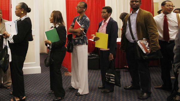 تراجع طلبات إعانة البطالة الأمريكية على غير المتوقع
