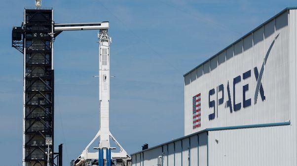 سبيس إكس تطلق أول أقمار صناعية لخدمة ستارلينك للإنترنت
