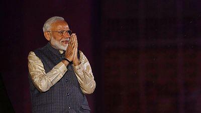 مودي يبدأ محادثات تشكيل حكومة الهند الجديدة بعد فوز ساحق في الانتخابات