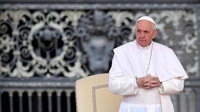 Papa: su adozioni troppa burocrazia