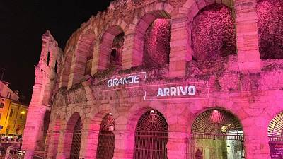 Giro: Verona si tinge di rosa