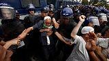آلاف المحتجين في الجزائر يطالبون بتأجيل الانتخابات وإزاحة النخبة الحاكمة