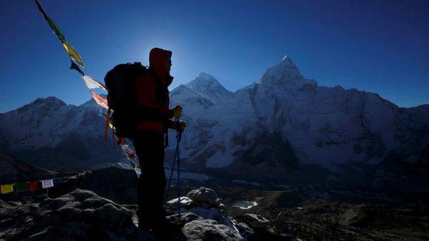 وفاة ثلاثة متسلقين هنود على منحدرات جبل إفرست