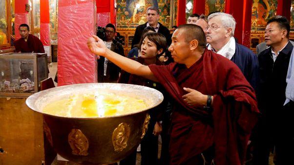 السفير الأمريكي يحث الصين على الحوار مع الدالاي لاما
