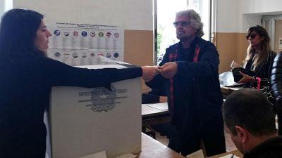 Europee: Grillo al seggio in silenzio