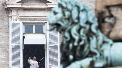 Papa: Chiesa si liberi da legami mondani