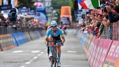 Giro: tappa a Cataldo, Carapaz in rosa