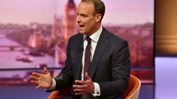 سباق خلافة رئيسة وزراء بريطانيا يركز على معركة الخروج دون اتفاق