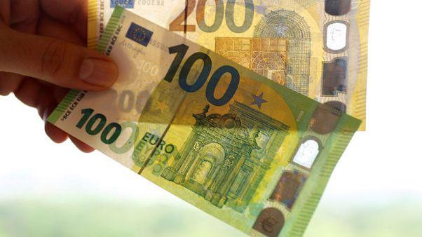 اليورو مستقر بعد احتفاظ الأحزاب المؤيدة لأوروبا بالأغلبية